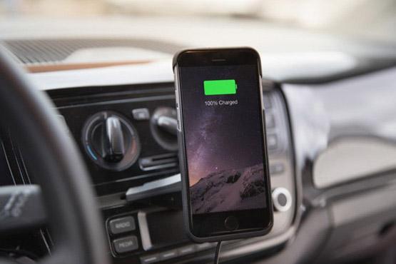 ↑車載用ワイヤレス充電器 通気口取付けタイプ、吸盤取付けタイプ 各1万1664円