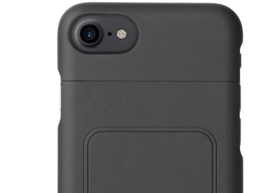 ↑ワイヤレス充電専用ケース iPhone 7用 9720円、iPhone 7 Plus用 1万800円