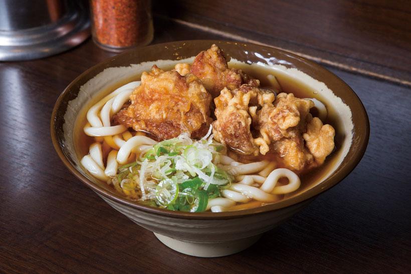 ↑鳥唐揚げうどん(360円)。大ぶりの鳥唐揚げが3つ入って満足感高し。下味に中 華味のスープと玉子を使っている