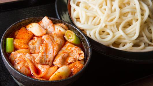 【ガッツリ激辛うどん】これぞ最強コンボ! コシのある麺をウマだし×豚肉×ラー油で味わう「武蔵野うどん藤原 大宮市場店」