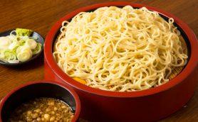 【立ち食いそば】そばは自家製麺でも真の名物は「中華盛り」!? 意外なメニューに市場のプロもハマる「そば処 浅野屋」