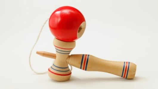 通信対戦可能なけん玉に人を飛び越えるホッピング!? 懐かしのおもちゃたちが劇的に進化をしていた
