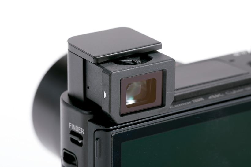 ↑ポップアップ式E VFを装備。約236万ドットの高精細タイプで視認性が高く、ピント確認も快適に行える
