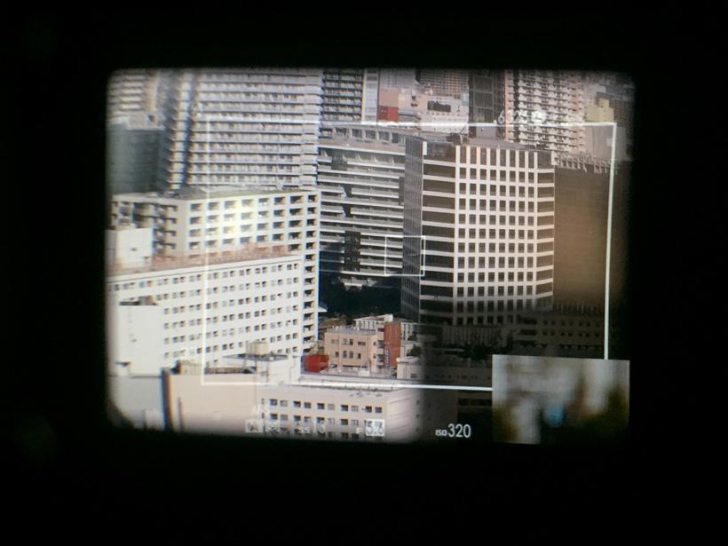 ↑「アドバンスト・ハイブリッドビューファインダー」の視野イメージ。OVFとEVFを切り替えて撮影できる