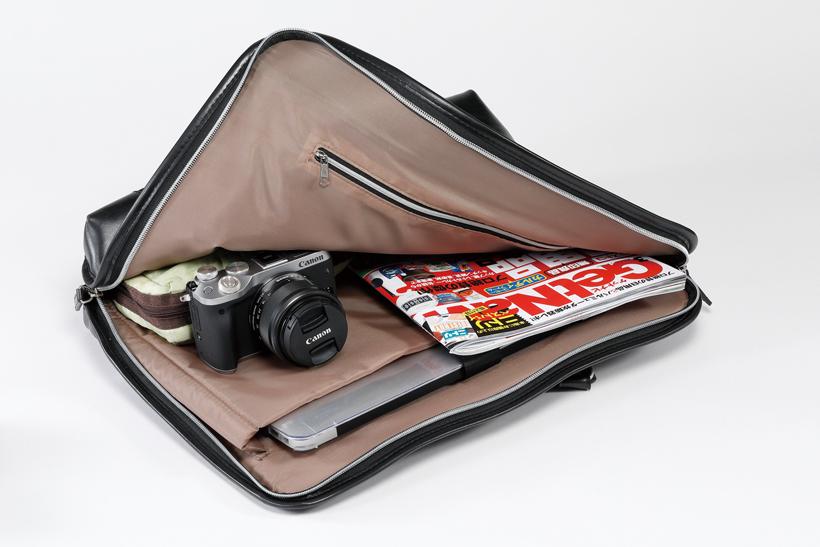 ↑EVFは外付けのためコンパクト。薄いバッグにも収まりが良い。キットレンズも小型で、持ち歩く際に邪魔にならない