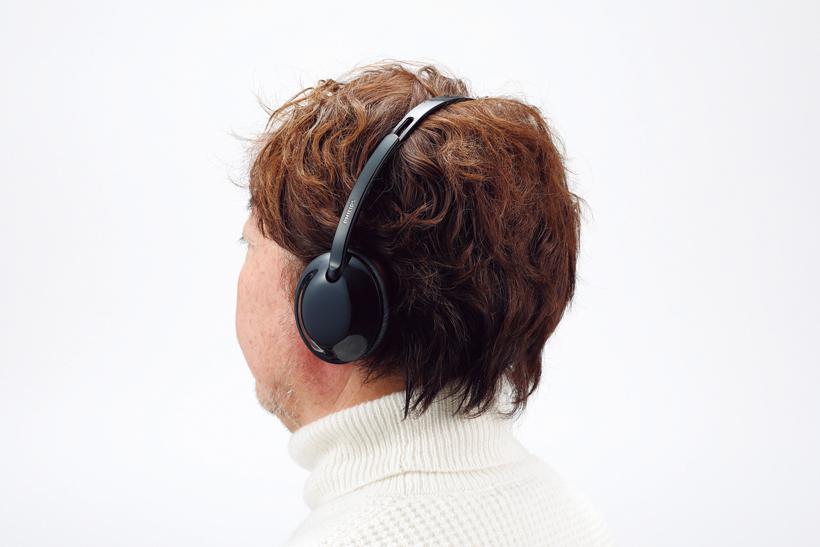 ↑ハウジング部は縦長楕円の形状が特徴。コンパクトながら、耳全体をしっかり覆う