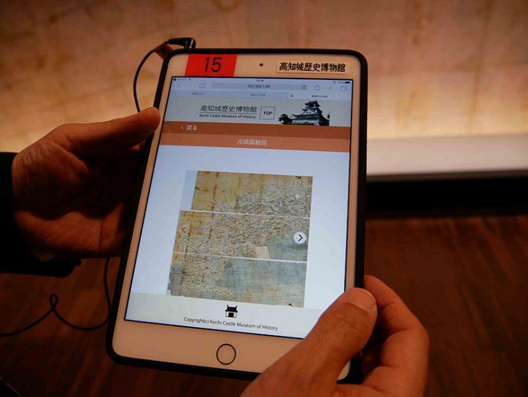 ↑手元の画面で展示物の拡大画像や追加画像を確認しながら、解説音声を楽しめます