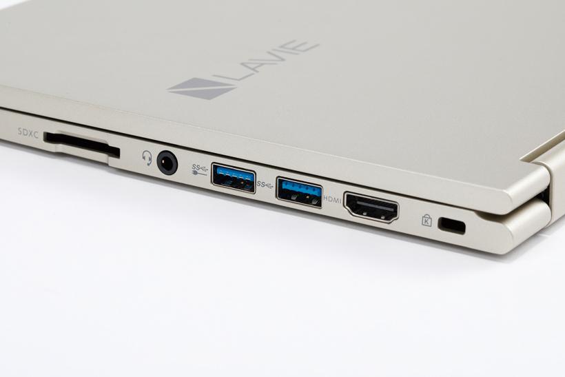 ↑USBに加え、HDMI出力やSDカードスロットを装備。古いプロジェクターにつなぐなどの必要がなければ十分だ