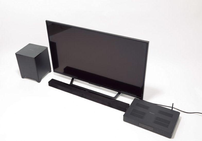 ↑AVレシーバーとテレビをHDMIケーブルで、バースピーカーは専用ケーブルでつなぐ。サブウーファーとはワイヤレス接続だ