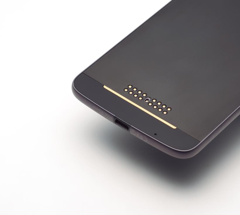 ↑Modsはマグネットで接続。背面に端子があり、接続後自動で機能が起動する