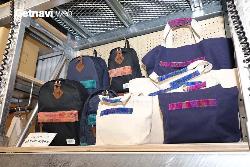 ↑JR東日本の電車のシートなどに使う布地を利用したトートバックやリュック(5月下旬から販売予定)