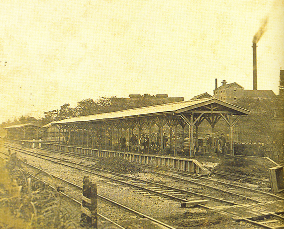 ↑東京にビール工場を開設した頃の写真。ここで開発されたのが「ヱビスビール」で、その名がそのまま地名となり、現在の「恵比寿」となった