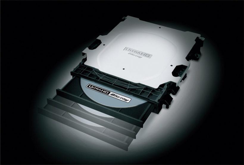 ↑従来のBDよりディスクの回転が速いUHD BD対応の新設計ドライブを採用。騒音レベルを低減している。元々定評のあるBDソフトの読み込み速度も健在