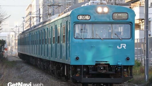 """国鉄形電車の""""聖地""""といわれる関西圏のいまーーダイヤ改正後も活躍する老優たちの姿を追った"""