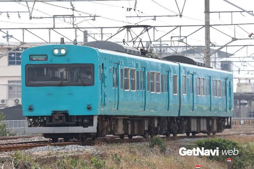 ↑この電車は何系と思われるぐらいリメイクされた113系。紀勢本線の御坊駅〜紀伊田辺駅間を走る