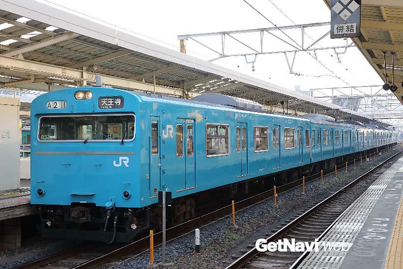 ↑休日の7時11分、和歌山駅発、天王寺行き阪和線の電車には今や希少な103系電車が使用されている