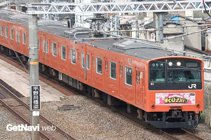 ↑大阪環状線を走る201系電車。323系が多数を占める中で、201系の運行は極端に減ってきた