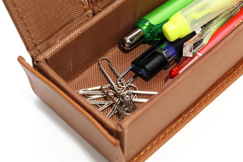 ↑マグネットを活かしたクリップ収納。筆箱の中で散らばらずに持ち運べる