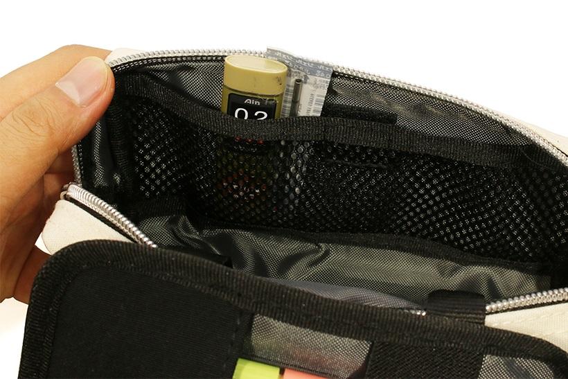 ↑メッシュポケットは小物の仕分け収納に最適