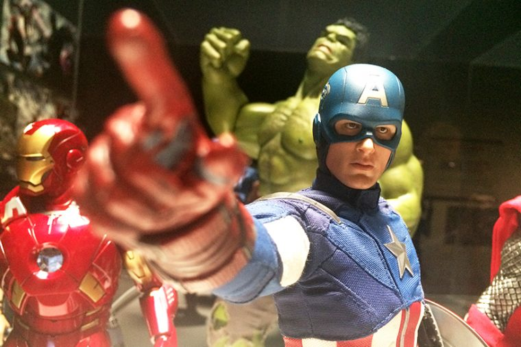 ↑《CINEMATIC UNIVERSE》では、作品に登場したヒーローたちのフィギュアも展示。写真は2012年公開の『アベンジャーズ』