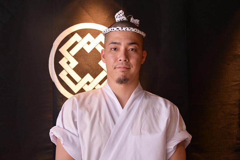 ↑鳥かどの焼き手・小野田幸平さん。池川さんの弟子であり、焼鳥達人の会にもスタッフとして参加しています