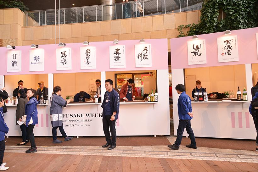 ↑日本酒のブース。この日はフレッシュな若手蔵元が集う「TOP GUNSの日」で、「飛露喜」に「真澄」など、いまをときめく銘酒がズラリ