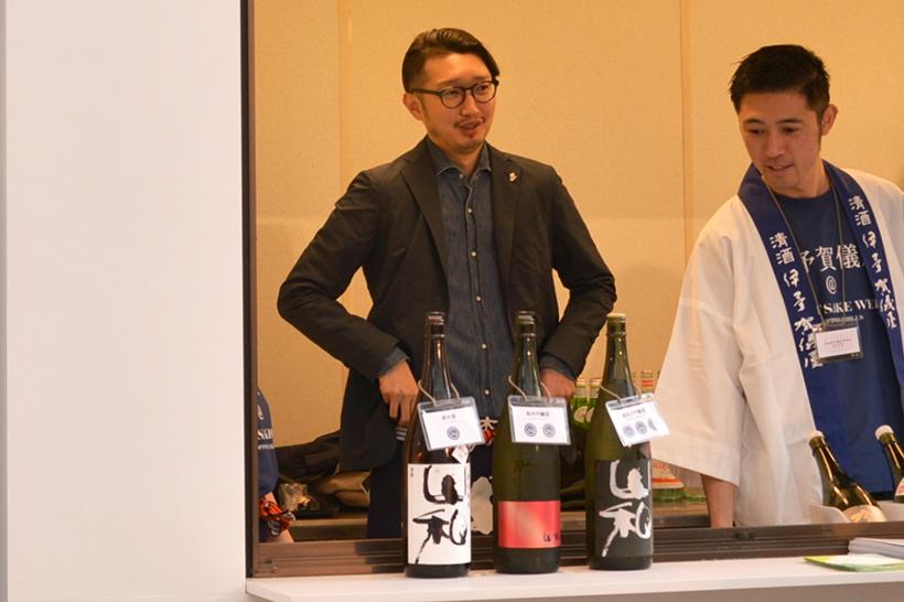 ↑山和酒造店の蔵元・伊藤大祐さん(左)