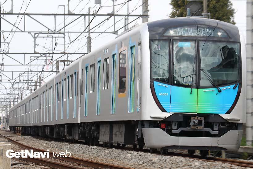 ↑平日はビジネス用座席指定車両として、休日は観光用座席指定列車として走る西武40000系