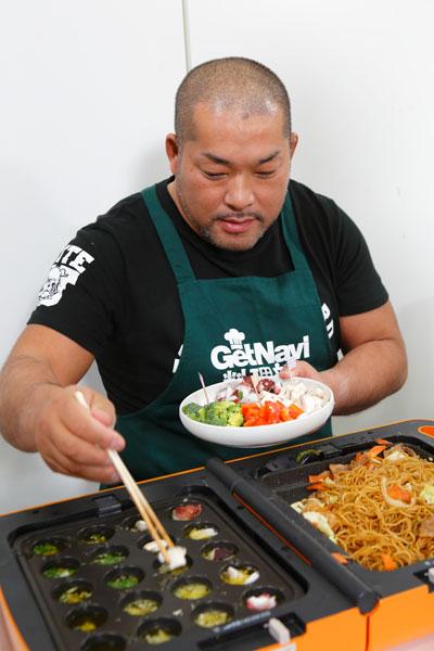 ↑アヒージョはオリーブオイルにニンニクを入れ、魚介や野菜などを投入するだけ。今回はタコやトマト、ブロッコリーなどでヘルシーに仕上げました