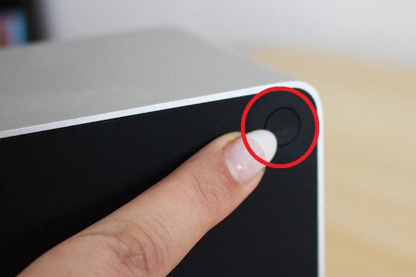 ↑設定用のボタンは裏面にひとつだけ