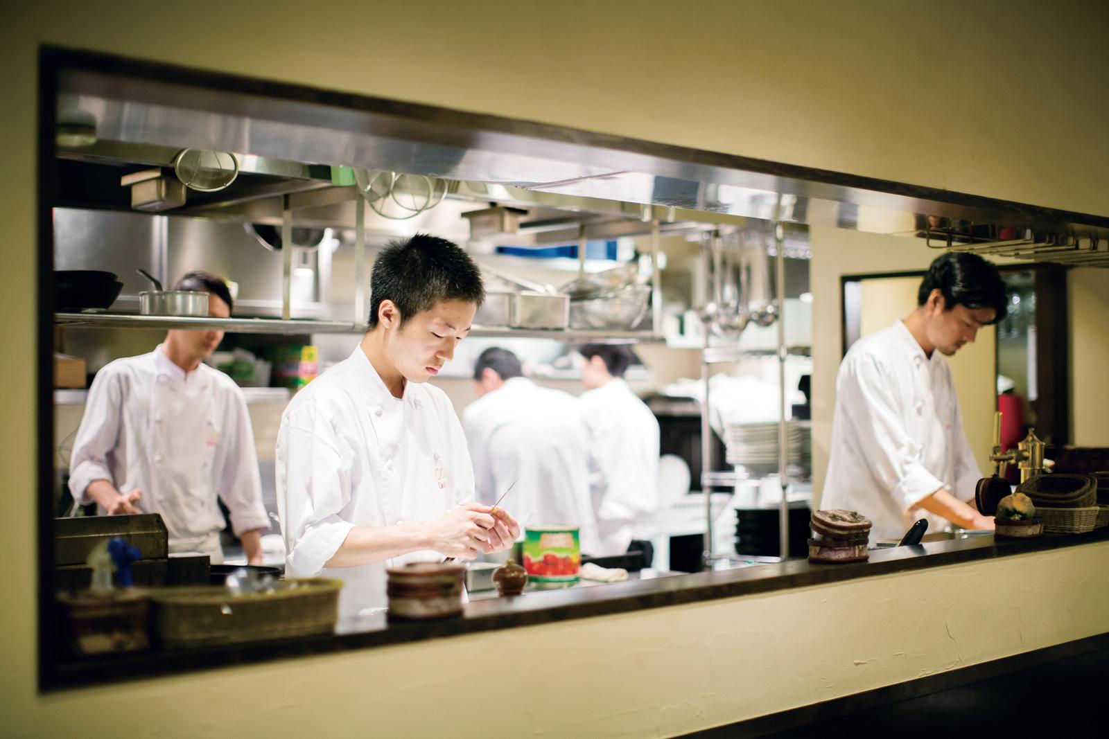 ↑オーダーが入った店舗では調理スタート。スマホの画面には料理の到着時間の目安が出る