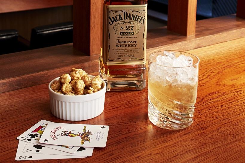 ↑甘い香り際立つゴールドのスムースな味は、クラッシュアイスによるミストスタイルがオススメ。これを、バニラやメイプル香の聞いたキャラメルポップコーンと一緒に味わうと優美なハーモニーが!