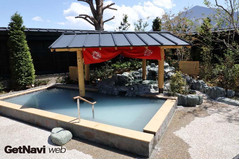 ↑露天風呂から望む武甲山。写真は男性用露天風呂からの風景だが、女性用の露天風呂からも武甲山を望むことができる