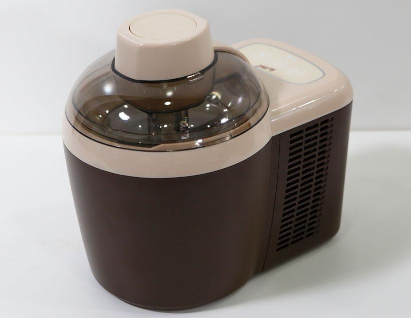 ↑材料を入れれば、あとはボタン一つでアイスクリームが作れる「アイスデリ JL-ICM700A」