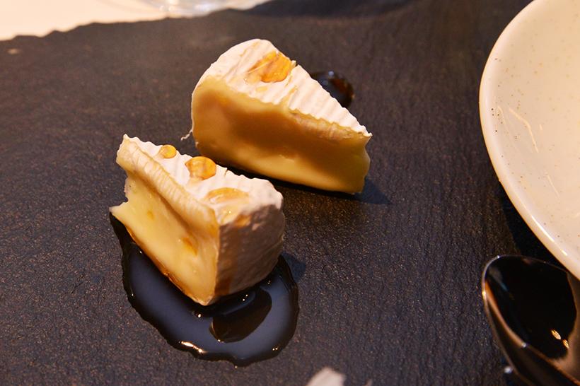 ↑最後はカマンベールチーズのメイプルシロップがけ。チーズは塩分控えめな方がいいのでカマンベールとのことで、クリーミーな口どけも秀逸です。ほのかな塩味と、メイプルシロップの円熟した甘みもたまりません!