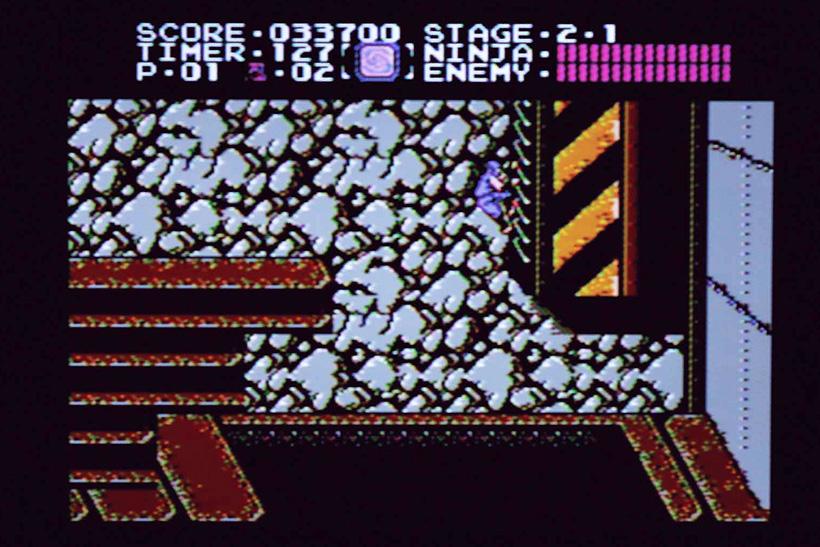 ↑序盤の2面でも気を抜けないステージ構成。壁にはりついて後ろへ飛ぶ「壁蹴りジャンプ」を決めろ!