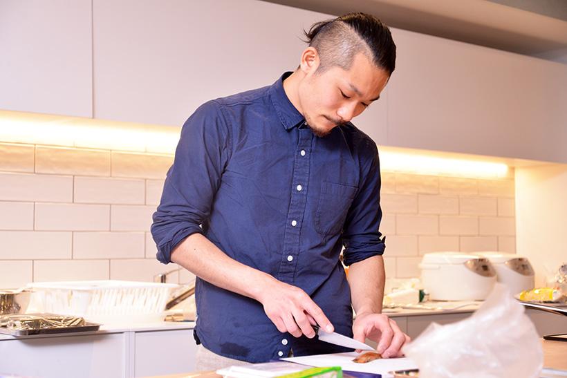 ↑メニュー開発に携わった甲斐 昂成(かい こうせい)さん。四十八漁場の料理長、サカナバッカのスタッフ、Cafe&Bar Encounter 渋谷店のシェフなど様々な顔を持ち、魚食コーディ―ネーターとしても活動中です