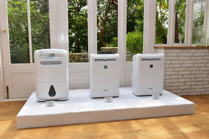 ↑三菱電機が2017年4月に発売した「サラリシリーズ」3モデル。左からハイパワータイプの「MJ-180MX」、部屋干し3Dムーブアイ搭載の「MJ-120MX」と「MJ-100MX」