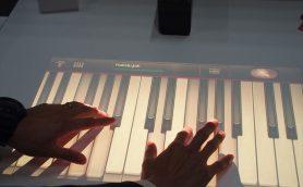 壁やテーブルがタッチスクリーンに!? これは「Xperia Touch」という名の新型スマートデバイスの誕生である