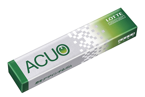 """↑「グリーンガム」で開拓されたミントのスッキリ感や食感の楽しさを継承するガムは、現在も同社から続々と登場している。""""息をデザインするガム""""「ACUO」は、人気商品のひとつだ"""