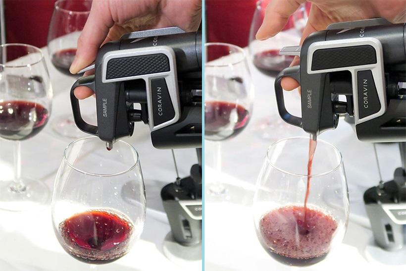 ↑トリガーを引いて指を外せば自動でグラスに注入されます。 ガスは交換式で1本でグラス12杯分を注げるそうです
