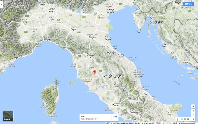 トスカーナ地方の内陸部に位置する、イタリアワインの中心地であるモンタルチーノ村。ここで生まれるブルネッロ・ディ・モンタルチーノは、ピエモンテ地方のバローロ、バルバレスコと並ぶ、イタリア三大赤ワインのひとつで、サンジョヴェーゼの変異種・ブルネッロを使用した力強い味わいが特徴です。