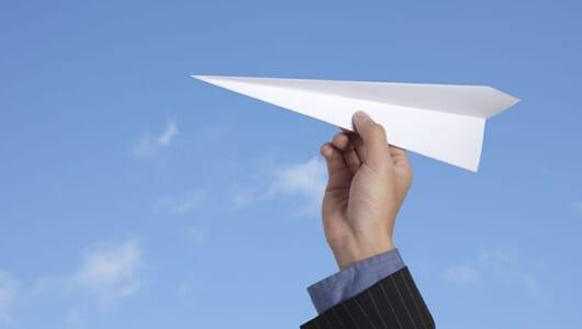 ちょっと意外な紙飛行機の極意、「空中での引き折り」とは?