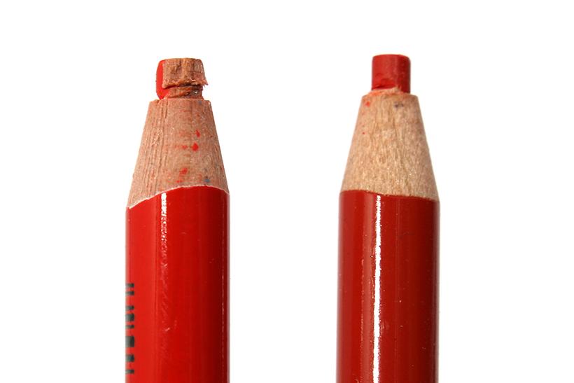 ↑色鉛筆の個体差によっては、たまにこのようなFine Cut不良が起きることも。筆者は残った軸材をデザインカッターで削ぎ落としている