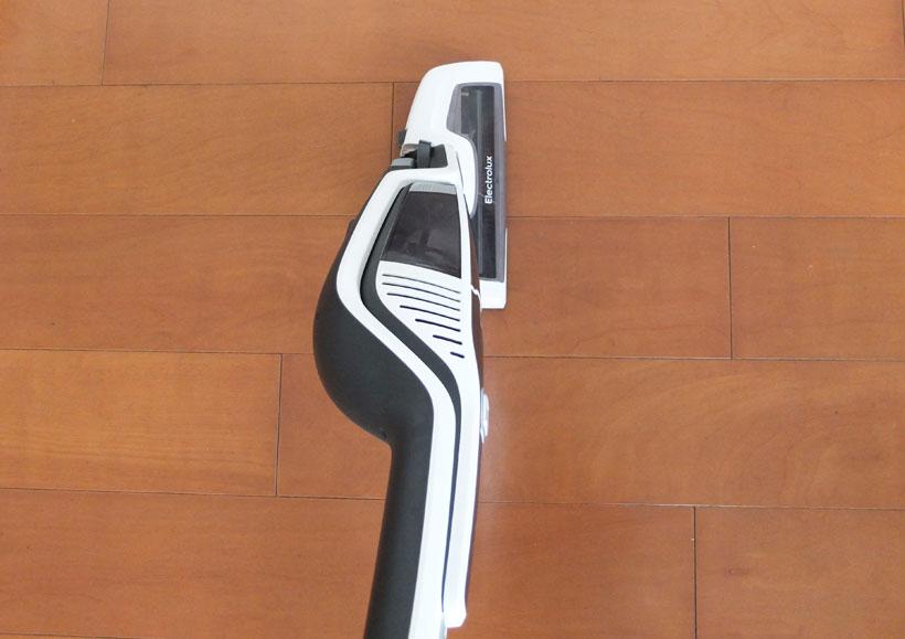 ↑ヘッドが左右180°動く「180°イージー・ステア・ヘッド」を搭載。首振りの可動域は5モデル中最大です。どっしりとした見た目ですが、比較的細かな動きにも対応できます