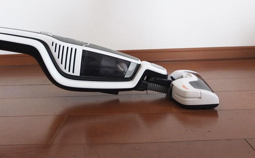 ↑スティックの筐体にハンディ機を内蔵する構造で、他機種より厚みがあります。そのため、ベッドの下などは、あまり奥まで掃除できません
