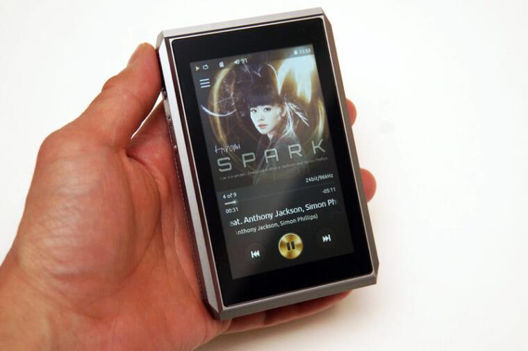 ↑専用プレーヤーアプリ「AudioPlayer」の画面。シンプルなレイアウトだ