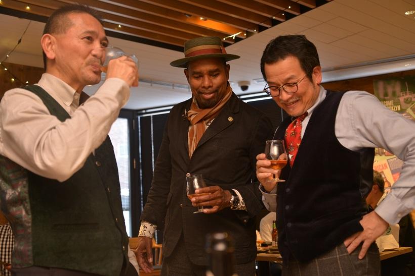 ↑左から、キリンのマスターブリュワー・田山智広氏、ブルックリン・ブルワリーのブリューマスター、ギャレット・オリバー氏、日本屈指のビール評論家・藤原ヒロユキ氏。オリバー氏は1994年よりビール職人としてブルワリーに参加