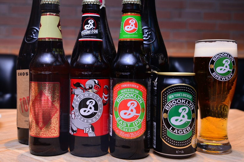 ↑一番右のグラスと、隣の缶がブルックリン ラガー。そのほか日本では正規の取り扱いはされていませんが、ネット通販などで輸入物を買える場合も