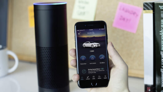 話すだけでエンジンがかかる! メルセデス車が「グーグル・ホーム」と「アマゾン・エコー」で操作可能に
